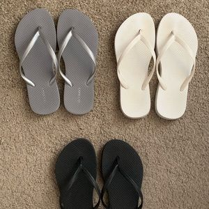 Old Navy 3 pack flip flops